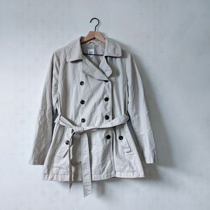 Gap M Tan Trench Coat with Black Buttons and Belt
